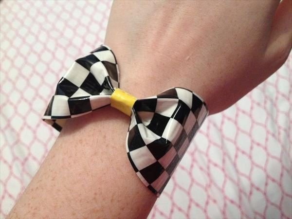 duct tape bow for hand