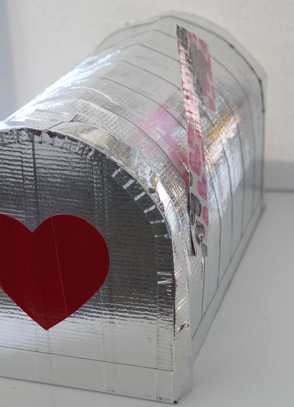 diy duct tape mailbox